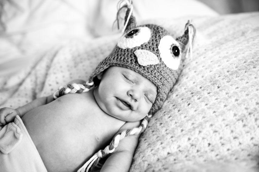 Baby_owl_hat_sleeping_Lovelight_photo