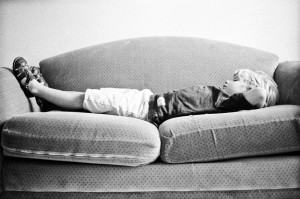 Child_sleeping_couch_Lovelight_Photo