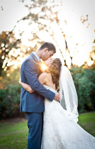 Beautiful_Bride_Groom_Kiss_Lovelight_Photo