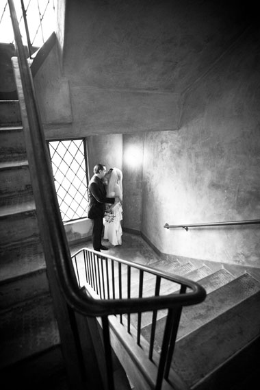 BerkeleyCityClub_bride_groom_kiss_stairs_Lovelight_photo
