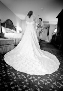 Bride_dress_mom_gettingReady_Lovelight_photo