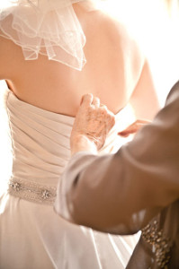 Bride_dressing_wedding_Lovelight_photo