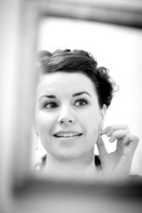 Bride_earring_mirror_Lovelight_photo