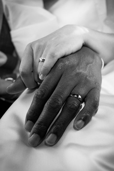 Bride_groom_hands_black_white_Lovelight_photo