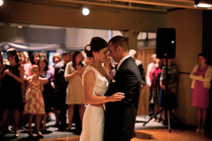 bride_groom_dance_Lovelight_photo