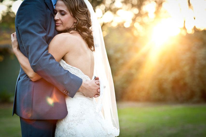 bride_hugging_groom_sun_Lovelight_photo