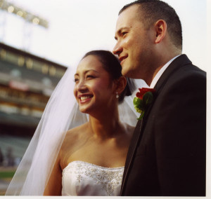 Giants_stadium_bride_groom_Lovelight_photo