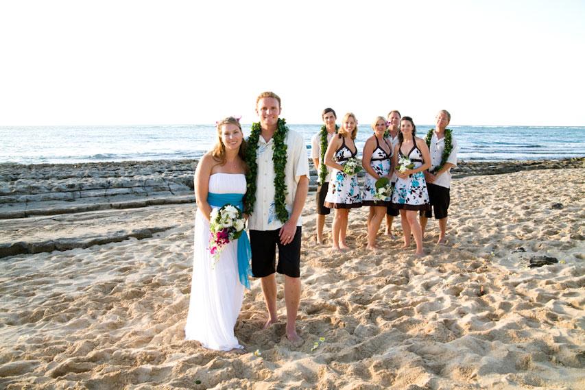 Hawaii_wedding_group_beach_wedding_party_Lovelight_photo